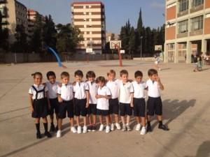 Ex alumnos de las Escuelas Lápices en el patio de Jesuitas